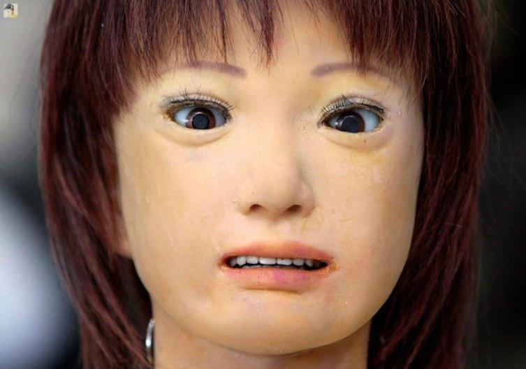 Le robot androïde japonais Repliee Q2